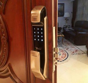 طراحی زیبا و منحصر به فرد قفل درب ورودی ساختمان