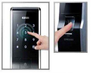 دسترسی به درب توسط رمز و اثر انگشت