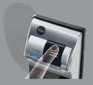 باز کردن درب توسط رمز امنیتی و اثر انگشت