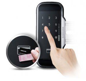 دسترسی به درب توسط ورودی دوبل رمز و کارت