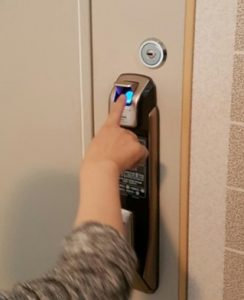 باز کردن درب توسط شناسایی اثر انگشت