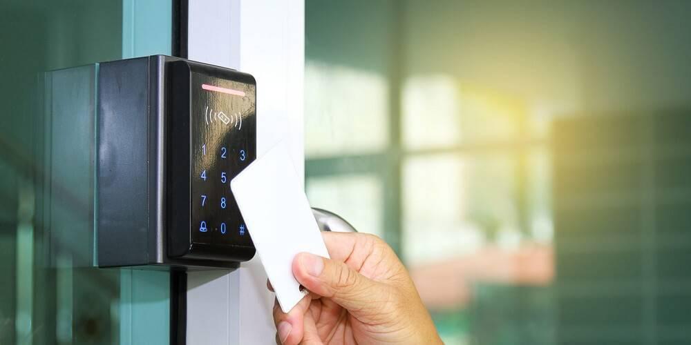 مروری بر کاربردهای مهم قفل کارتی در کسب و کارهای مختلف